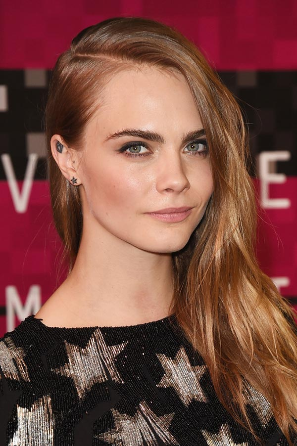 2015_MTV_VMAs_beauty_celebrity_hairstyles_Cara_Delevingne