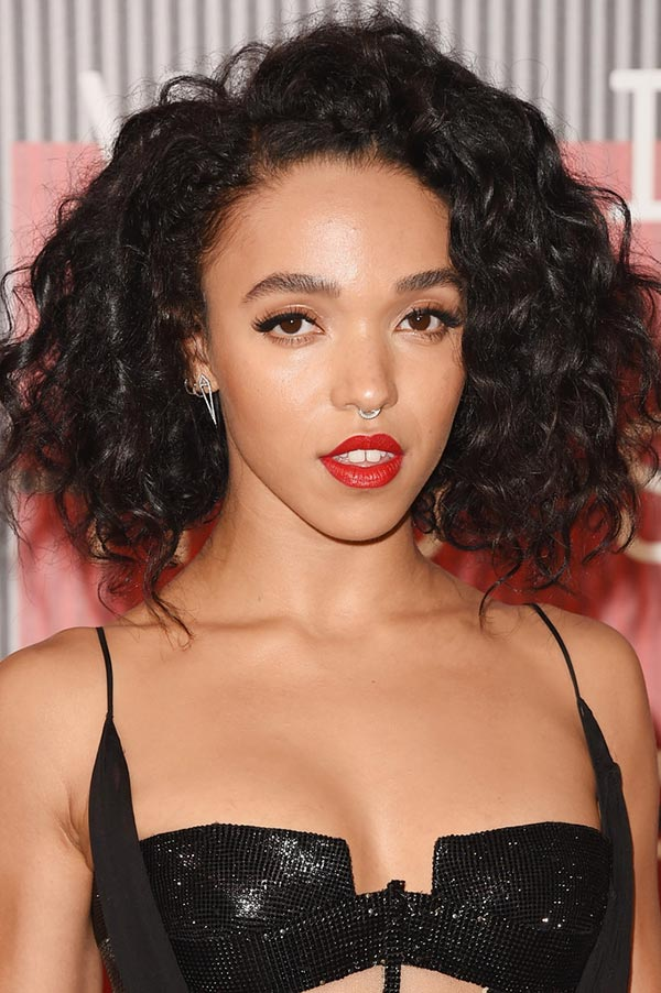 2015_MTV_VMAs_beauty_celebrity_hairstyles_FKA_Twigs